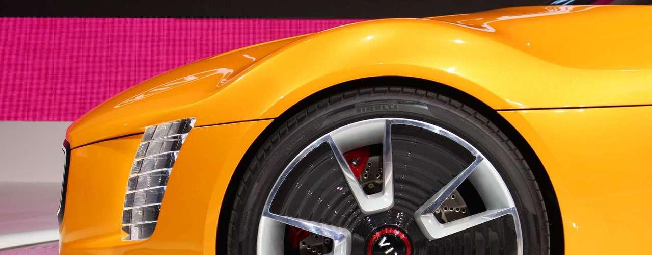 A sul-coreana apresentou sua proposta para um futuro carro esportivo da marca, que se assemelha a um carro de brinquedo que cresceu de tamanho. No entanto, a Kia já tem tradição de apresentar conceitos estranhos que ganham as ruas com sucesso, como ocorreu com o Kia Soul, que também era um protótipo quando foi apresentado em Detroit há oito anos. Pelo menos, o Stinger vem com motor turbo de 2.0 l, que gera 315 cavalos de potência