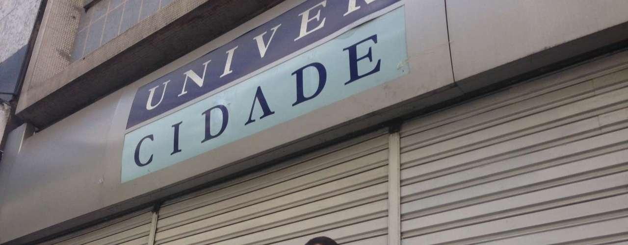 14 de janeiro -William Bezerra Lopes, 22 anos, aluno de publicidade e propaganda da UniverCidade, em Ipanema, no Rio, não conseguiu contato com diretores e professores e deixou a monografia com o porteiro