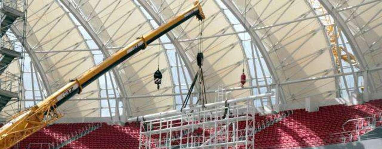 13 de janeiro de 2014: estádio ganhou nesta terça-feira os suportes dos dois placares do estádio, que foram montados na semana anterior. Os placares de LED terão 86 m² cada um e também devem ser instalados nos próximos dias