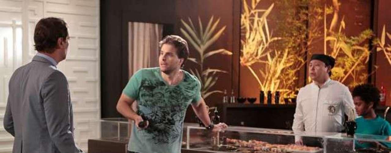 Durante um encontro com Eron (Marcello Antony),Niko (Thiago Fragoso) recebe a notícia de queAmarilys (Danielle Winits) sequestrou Fabrício