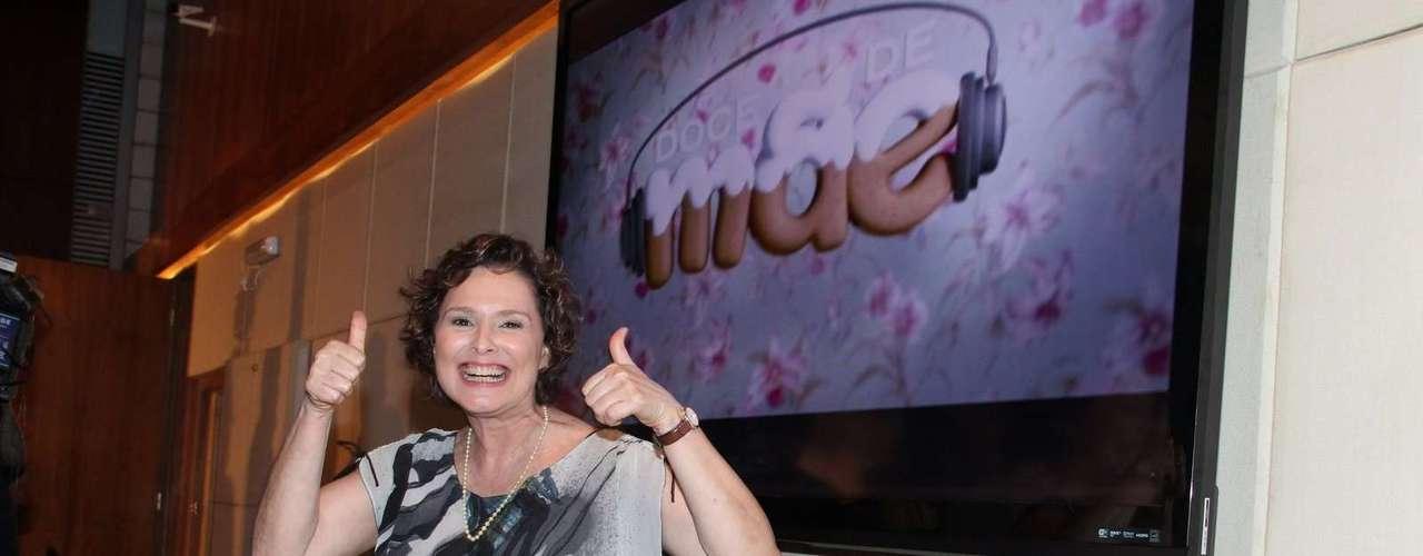 O elenco de Doce de Mãe divulgou nessa terça-feira (21) a nova série da Globo. Na foto, Louise Cardoso