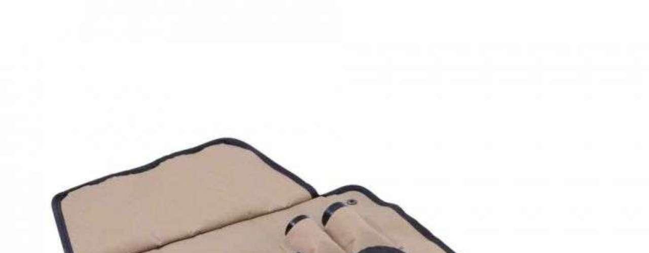 Kit com utensílios para churrasco e avental, da Mobly. Preço: R$ 55,90. Informações: (11) 4005-1045/0800-9400326