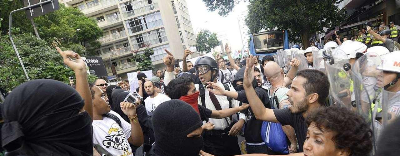 25 de janeiro -Por volta das 16h30, foi lido um manifesto para a Polícia Militar, que acompanha o protesto. No manifesto, os representantes afirmam que \
