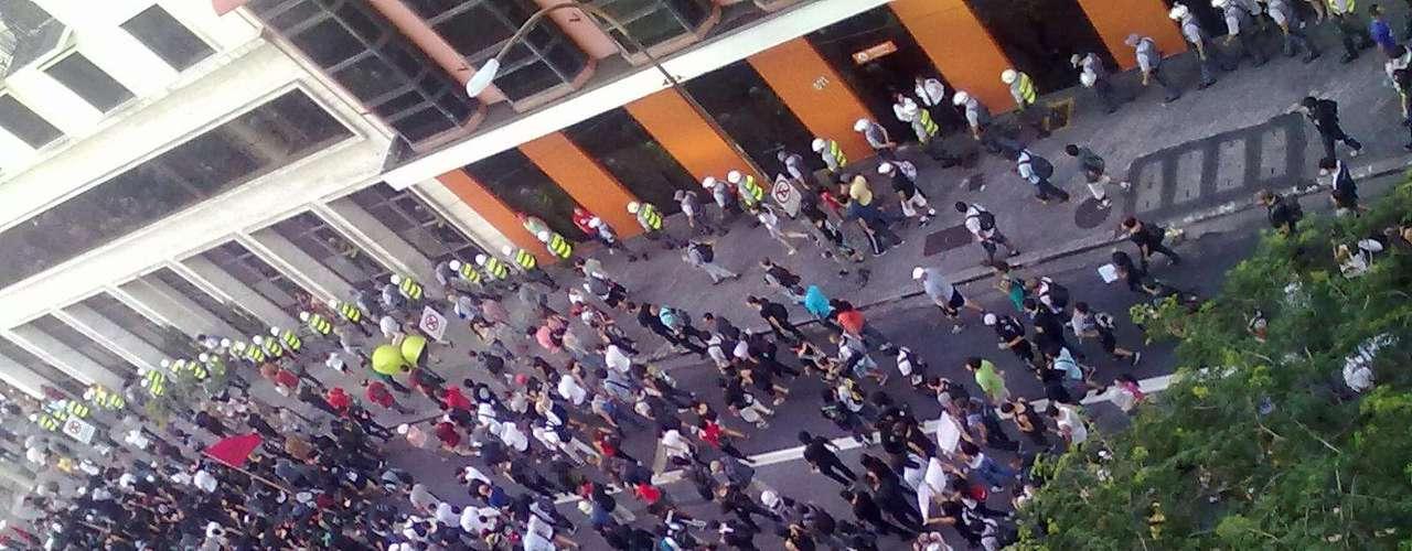 25 de janeiro -Centenas de manifestantes foram acompanhados pela Polícia Militar