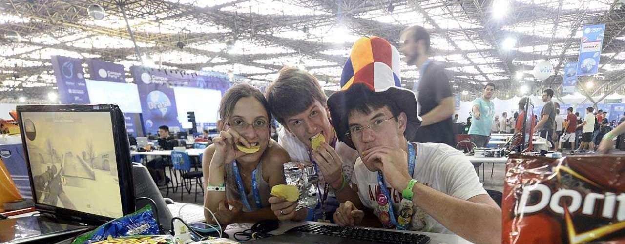 Grupo levou dezenas de salgadinhos para a Campus Party