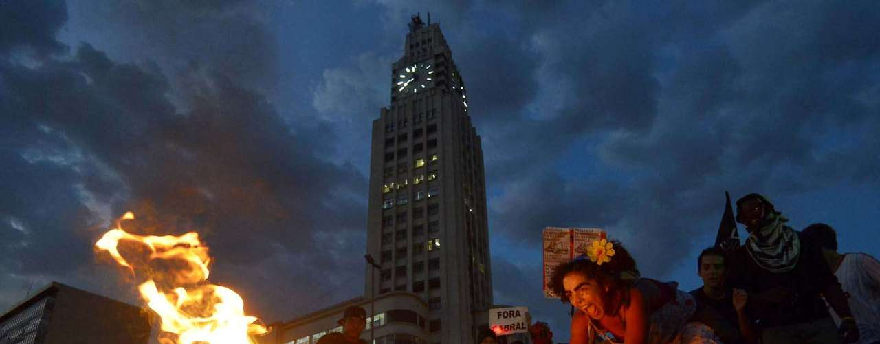 28 de janeiro -Por volta das 20h30, os manifestantes se dispersaram e o protesto se encerrou