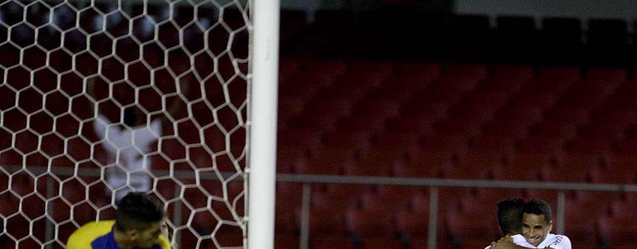 São Paulo despachou Rio Claro com seis gols no Morumbi