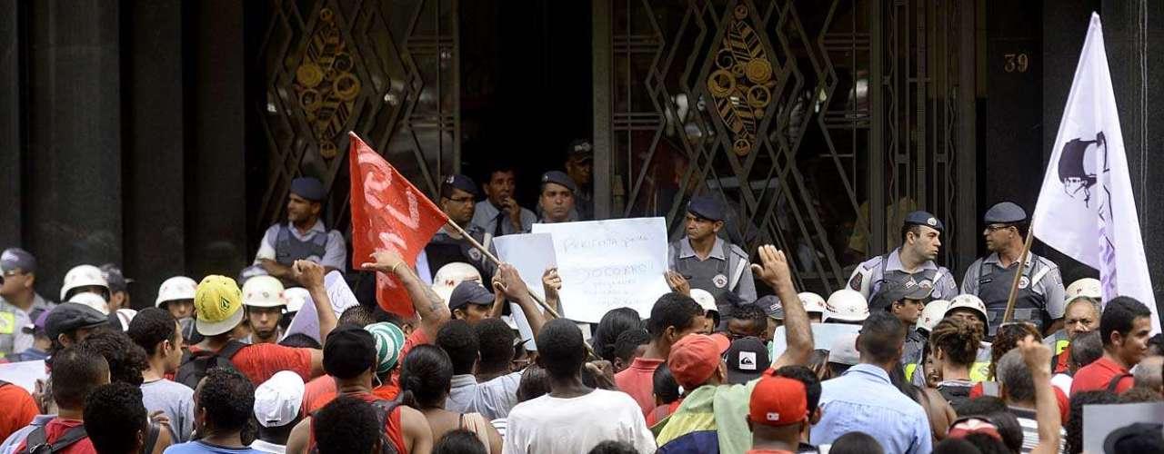 31 de janeiro -Um grupo de cerca de 250 manifestantes fechou o trânsito na rua Libero Badaró, da altura do viaduto do Chá até o Largo São Francisco, no centro de São Paulo, em um ato contra a ação policial nos protestos populares