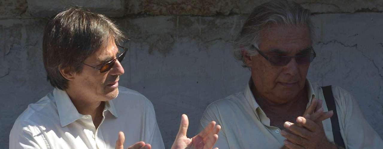 O diretor Walter Salles e o cineasta Zelito Viana também acompanharam o enterro