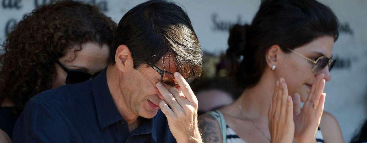 O cineasta João Moreira Salles durante o enterro de Eduardo Coutinho
