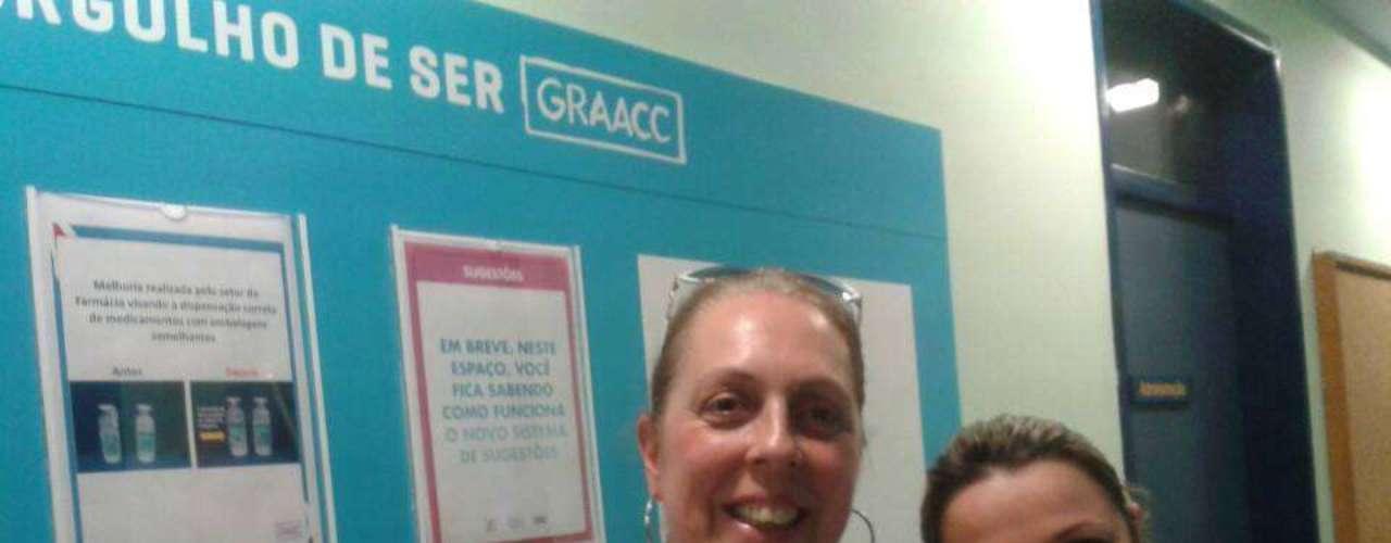 Elizabeth Lomaski, na primeira doação de cabelo ao Graac (Grupo de Apoio ao Adolescente e à Criança com Câncer)