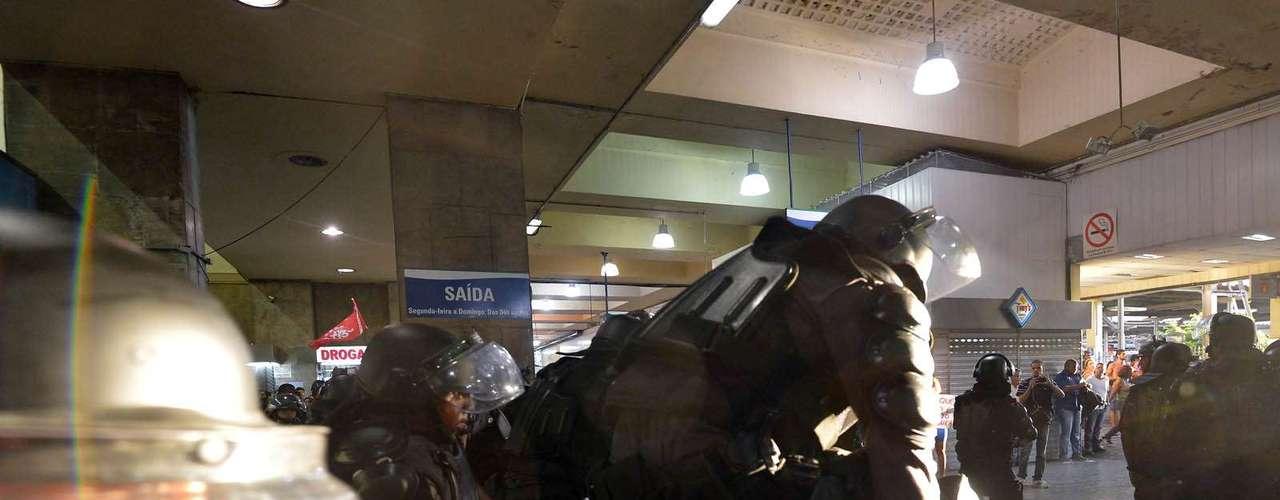 6 de fevereiro - O policiamento foi reforçado com a presença de homens do Batalhão de Choque. Os manifestantes tentaram chegar na plataforma de embarque, quando foram impedidos pela polícia