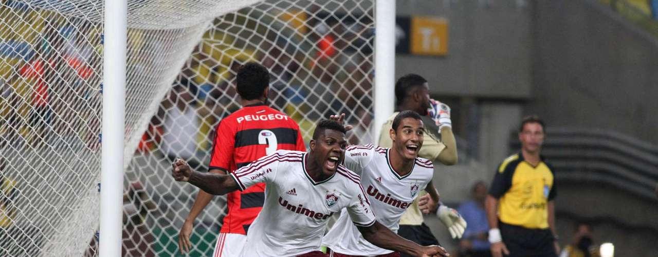 Zagueiro Elivélton fez o segundo gol tricolor em clássico