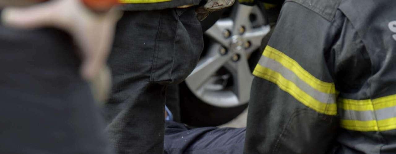 Mortos estavam no táxi executivo que foi esmagado por ônibus biarticulado