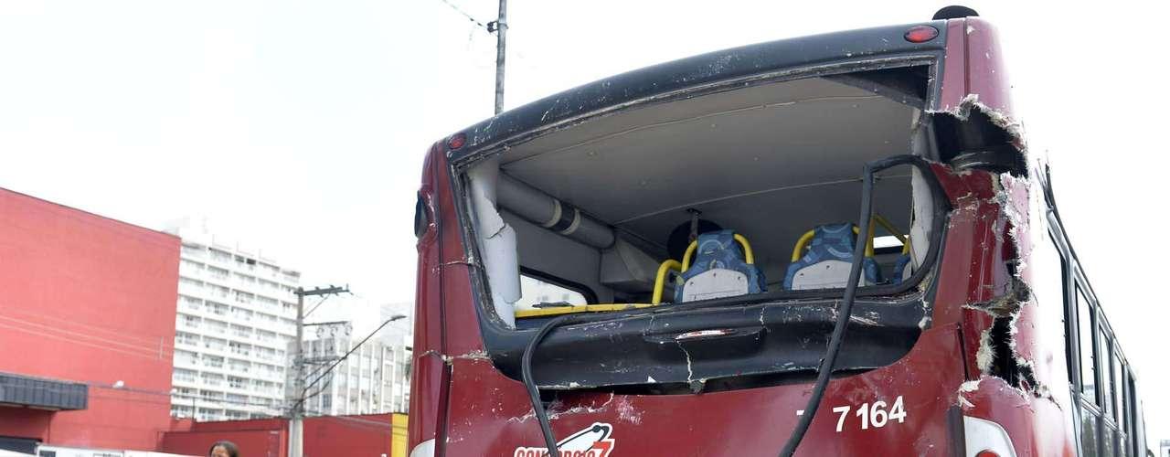 Dois ônibus foram envolvidos no acidente na zona sul de São Paulo