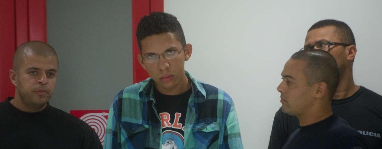 12 de fevereiro - Suspeito de ter lançado o rojão que matou cinegrafista da Band Santiago Andrade foi preso durante a madrugada na Bahia.Caio Silva de Souza foiapresentado pela polícia no Rio de Janeiro