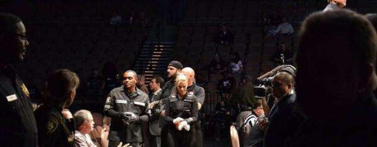 Ativa nas redes sociais, Swayze também divulgou fotos da presença dela no UFC 170