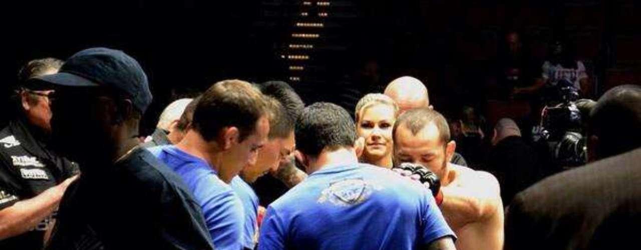Swayze fez trabalhos discretos no UFC 170, já que apenas auxiliou os cutmans principais