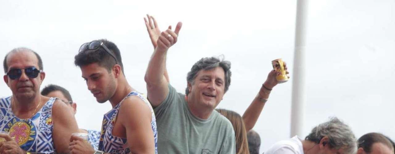 O ator Eduardo Galvão acompanhou o trio ao som do axé de Bell Marques