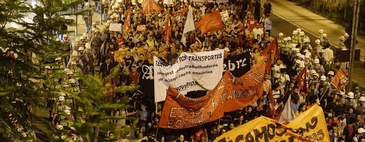 13 de março - Cerca de 1,5 mil manifestantes marcharam pela capital paulista