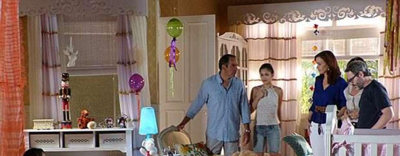 Após sumir com a filha de uma conhecida, Juliana é encontrada com a menina em sua casa, brincando no quarto