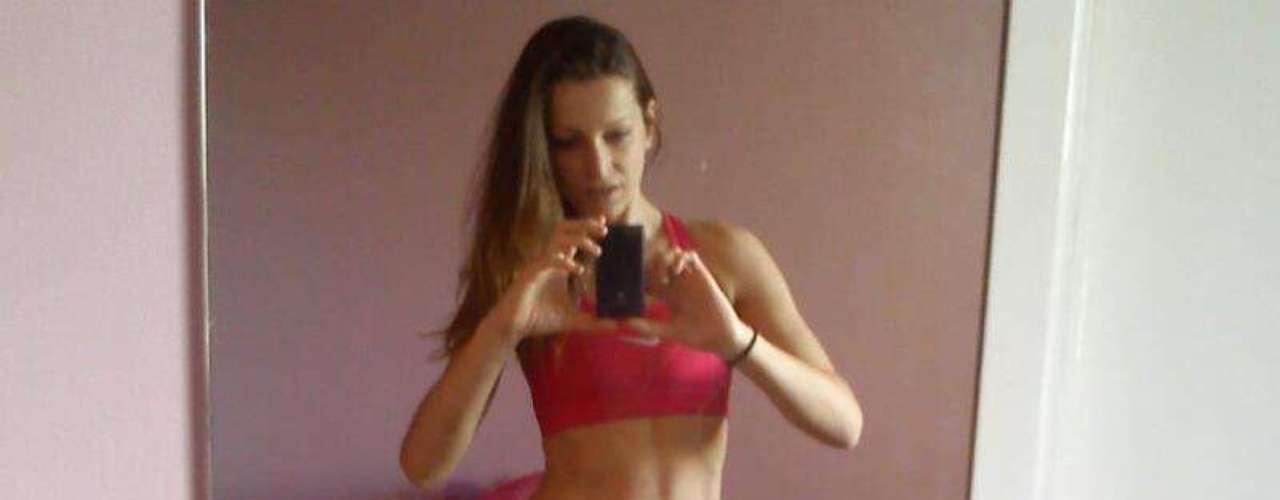 Marcela diminuiu três numerações de roupa e pesa 57 kg