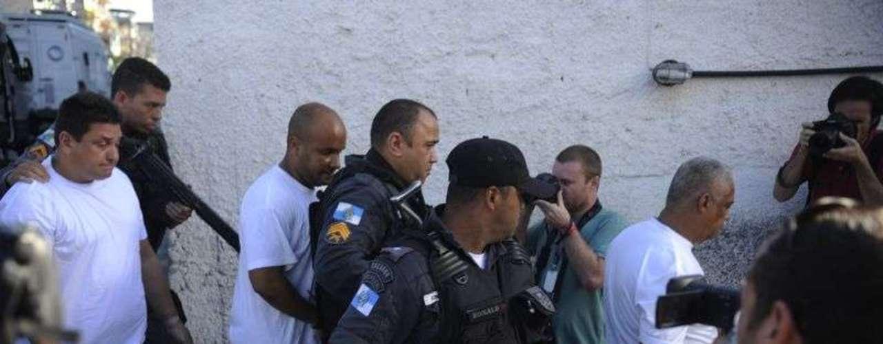 Três policiais militares acusados de arrastar a auxiliar de serviços gerais Claudia Ferreira prestaram depoimento na delegacia de Madureira, zona norte da capital fluminense