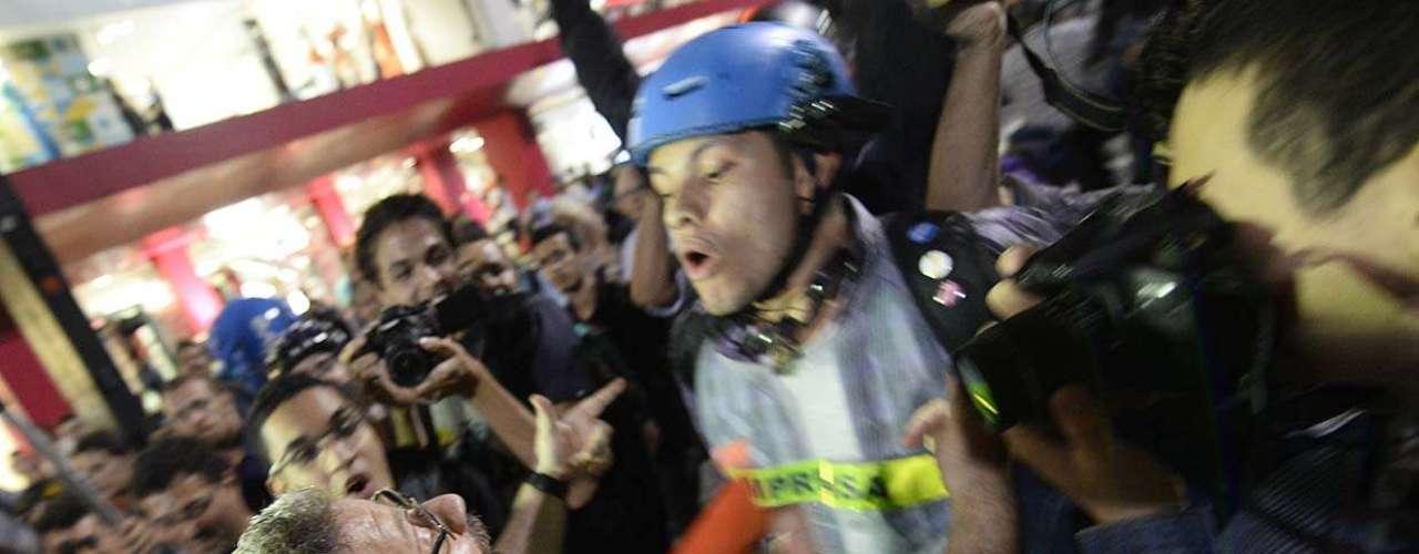 27 de março - Grupo se reuniu na avenida Paulista, que ficou totalmente bloqueada no sentido Consolação