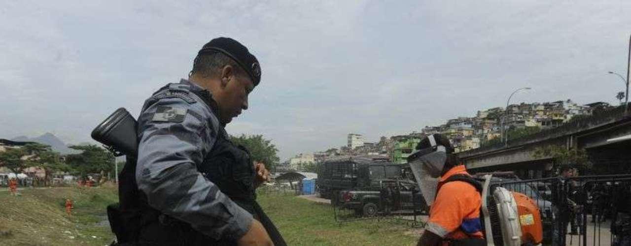 Primeiro dia útil após a ocupação pelas forças de segurança do Estado nas favelas do Complexo da Maré
