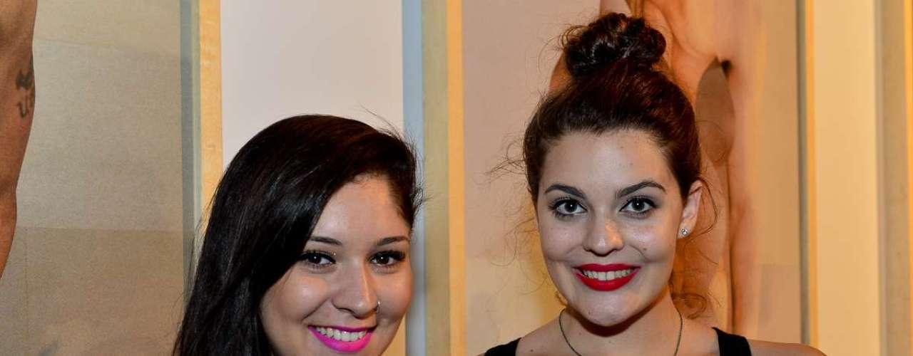 Mariana Braga de Azevedo, 18 anos, estudante, eAnna Carolina Braga de Azevedo, 18 anos, estudante de moda