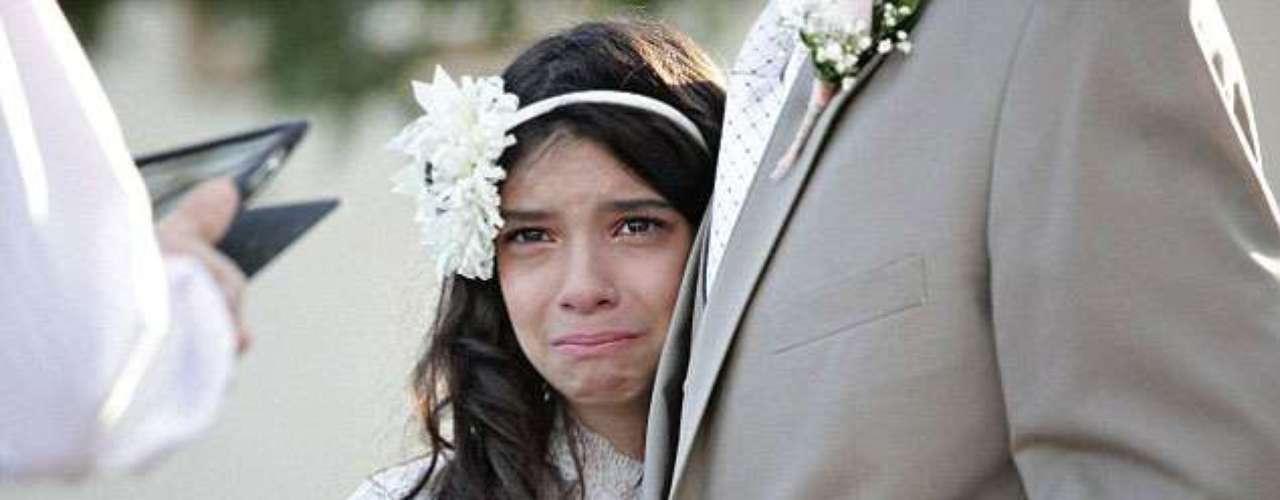 O pai levou a filha de 11 anos ao altar para registrar o momento