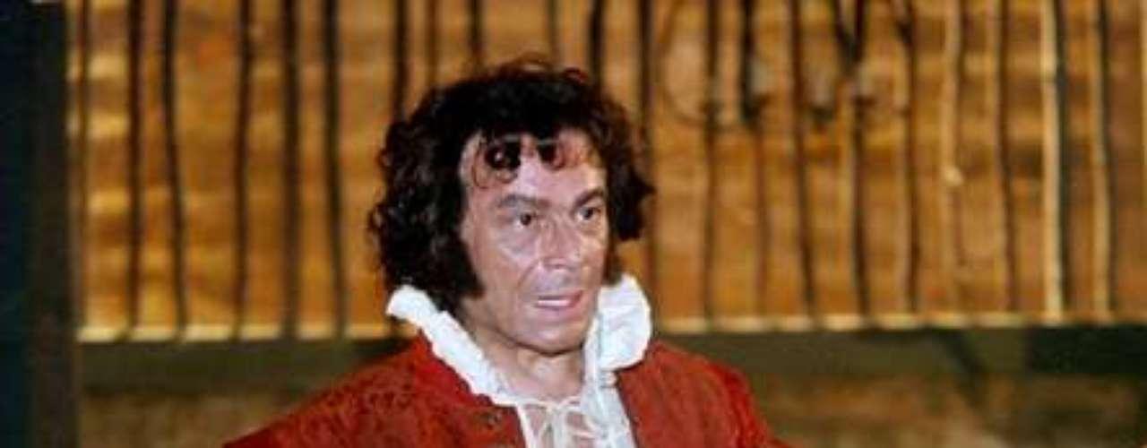 José Wilker morreu na manhã deste sábado (5), vítima de um infarto fulminante, em sua casa no Rio de Janeiro. Na foto, o ator em 'A Muralha', em 2000