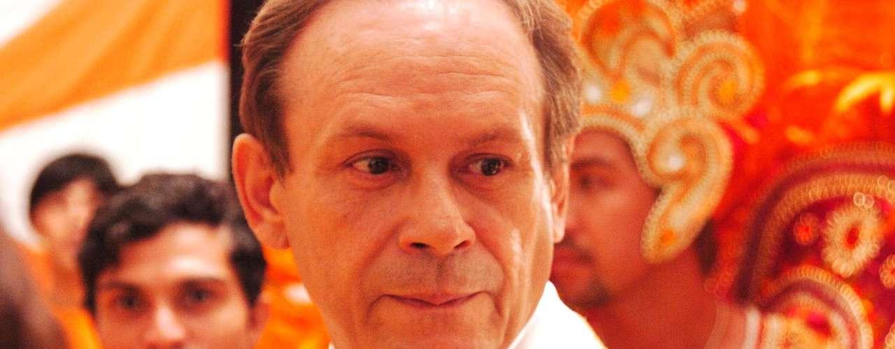 José Wilker morreu na manhã deste sábado (5), vítima de um infarto fulminante, em sua casa no Rio de Janeiro. Na foto, como Giovanni Improta em 'Senhora do Destino'