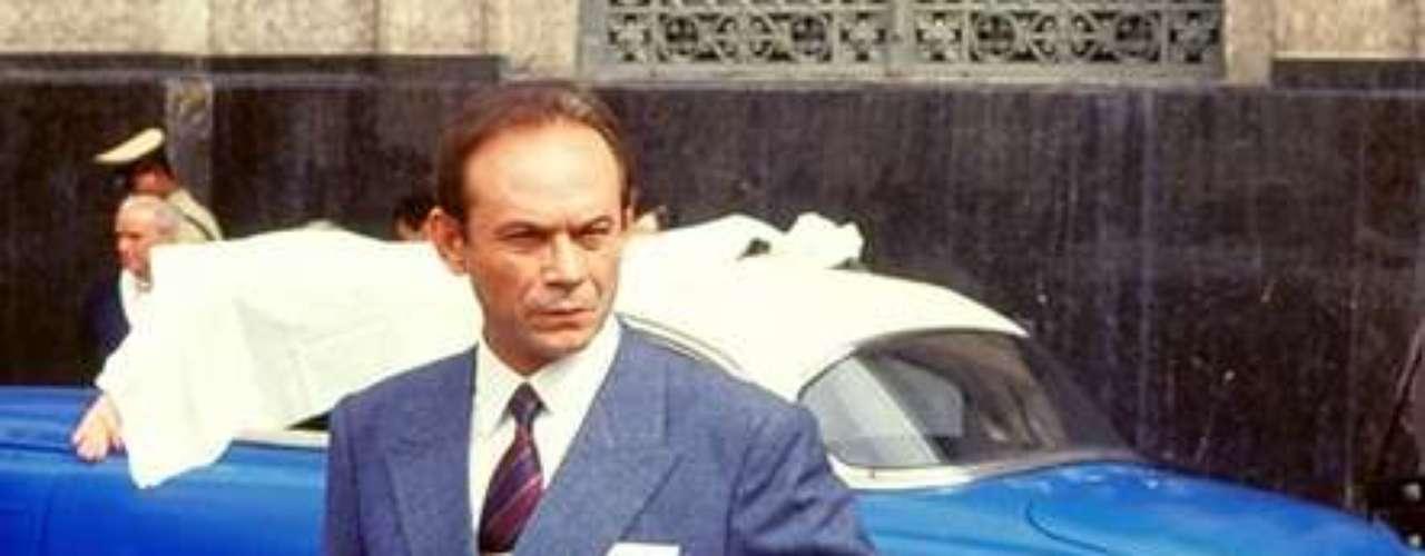 José Wilker morreu na manhã deste sábado (5), vítima de um infarto fulminante, em sua casa no Rio de Janeiro. Na foto, o ator em 'Agosto', em 1993