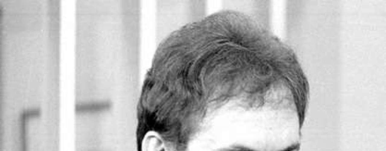José Wilker morreu na manhã deste sábado (5), vítima de um infarto fulminante, em sua casa no Rio de Janeiro. Na foto, o ator em 'Transas e Caretas', em 1984