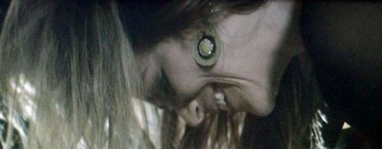 Shirley vai beijar Laerte novamente e pedirá para que o músico durma com ela