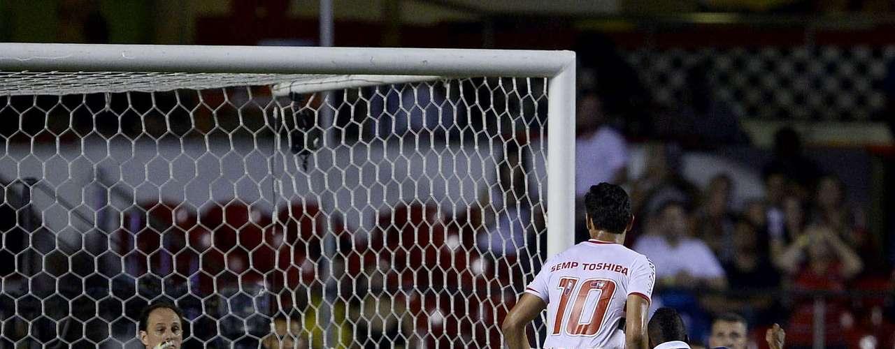 Rogério Ceni faz defesa em ataque do CSA