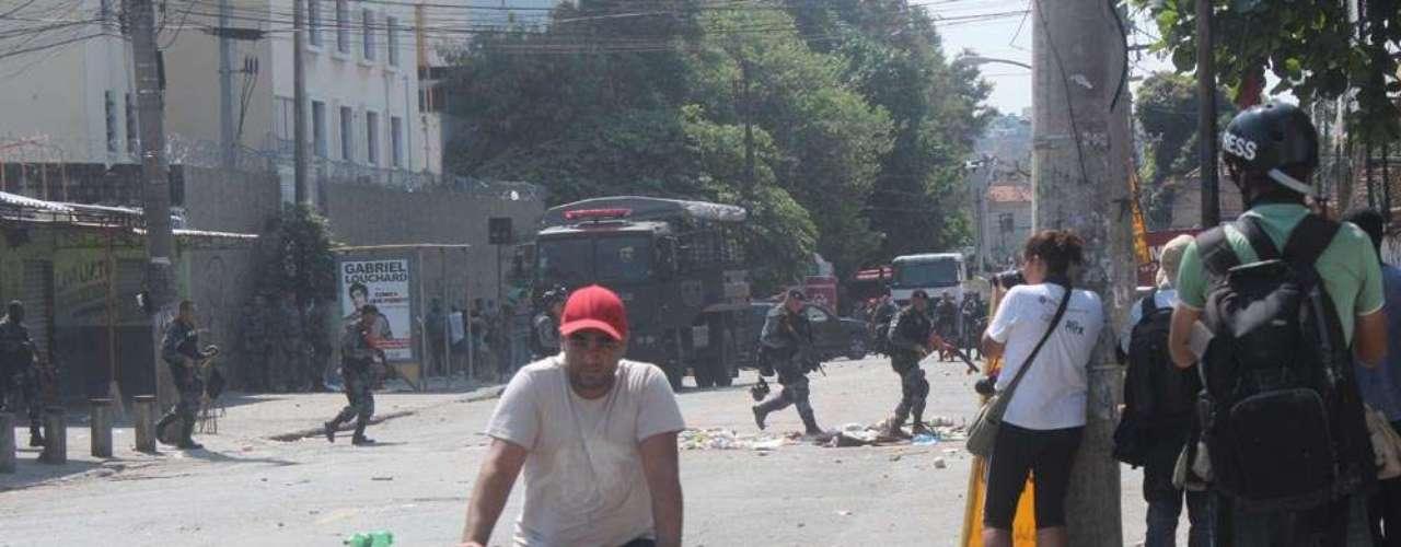 Cerca de 1,6 mil homens da Polícia Militar participaram da ação, que começou durante a madrugada