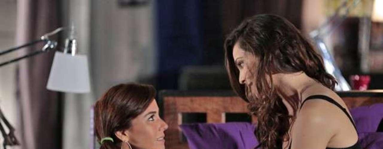 Clara vê Marina dormindo com Vanessa e sente ciúme
