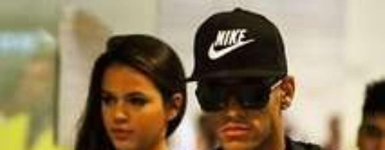 Na última segunda-feira (3), Bruna Marquezine acompanhou o namorado, o craque Neymar, na apresentação ao time espanhol Bracelona