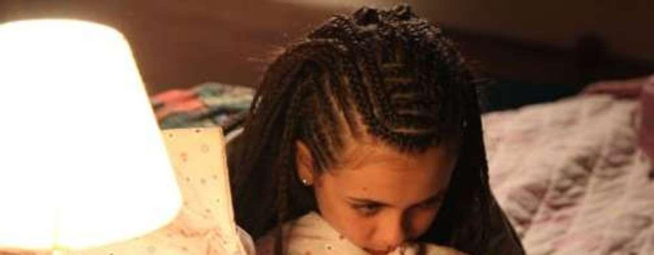 Ninho leva Paulinha para fazer dreads no cabelo. A menina fica animada, mas Bruno não gosta nada do resultado e pai e filha acabam brigando