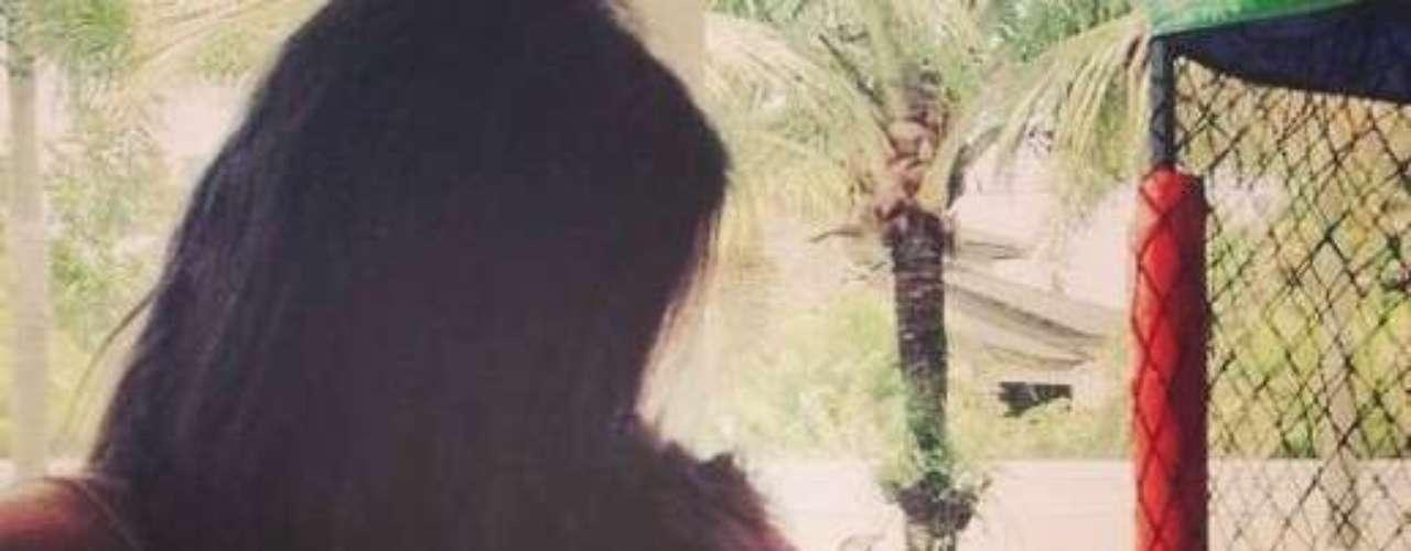 Um dia depois, em 12 de fevereiro, os dois assumiram o namoro durante o Carnavalna Marquês de Sapucaí, no Rio de Janeiro. Depois disso,Marquezine, 17 anos, postou uma foto abraçada ajogador Neymar, 21 anos,em seu perfil noInstagram