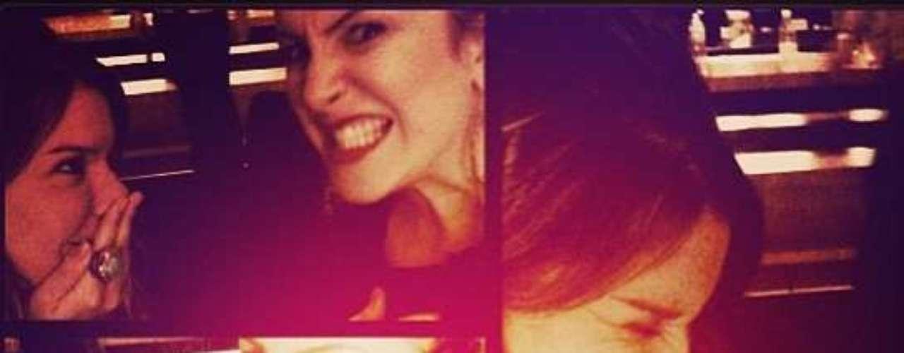A atriz Fernanda Souza comemorou a amizade com a cantora: \