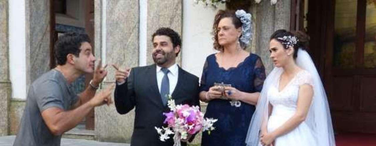 Valdirene (Tatá Weneck) vai subir ao altar com Ignácio (Carlos Machado) em Amor à Vida. O problema é que a periguete vai contar que está grávida. O noivo, que é estéril, vai largá-la na igreja
