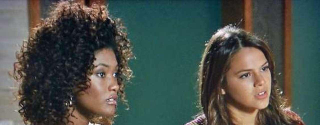 Nando quase deixa escapar para Alice e Luiza que Neidinha sofreu um abuso no passado