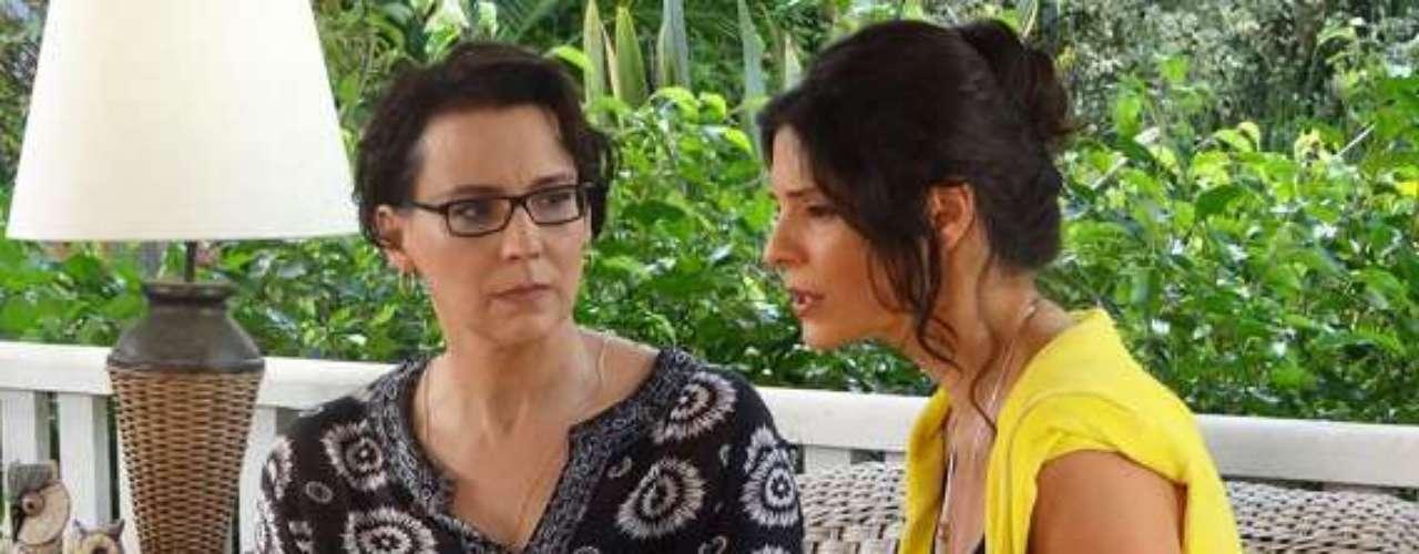 Selma (Ana Beatriz Nogueira) fala sobre rumores da paternidade de Luiza (Bruna Marquezine) com Verônica (Helena Ranaldi)