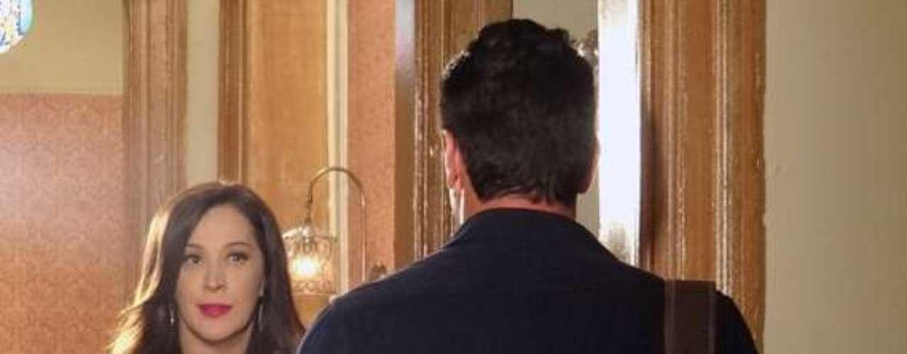 Lívia (Claudia Raia) bate-boca com Théo (Rodrigo Lombardi), chama Morena de garota de programa e passa o endereço de onde a jovem faz ponto na Turquia