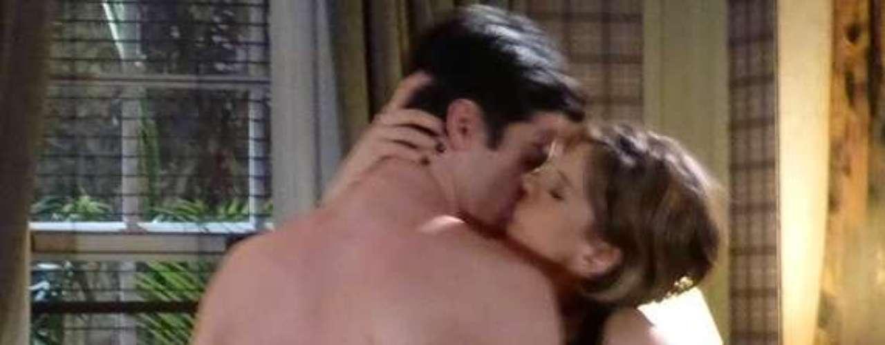 Félix vai provocar Edith. Depois que a estilista voltar à mansão, o vilão vai arrancar um beijo da ex-mulher