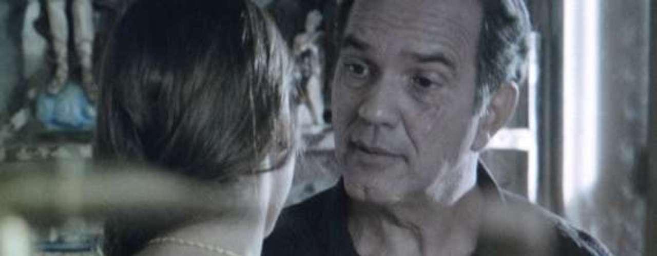 Luiza (Bruna Marquezine) diz a Virgílio (Humberto Martins) que nem sempre a mãe está certa na vida