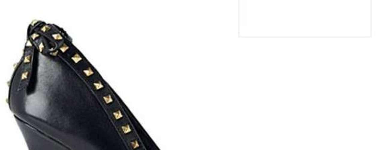 Madonna assina linha de calçados em parceria com a loja de departamento Selfridges, com sede em Londres, Inglaterra